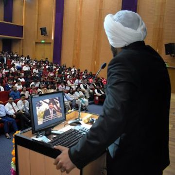 Sukhsimran Singh speaks at Amity Law School
